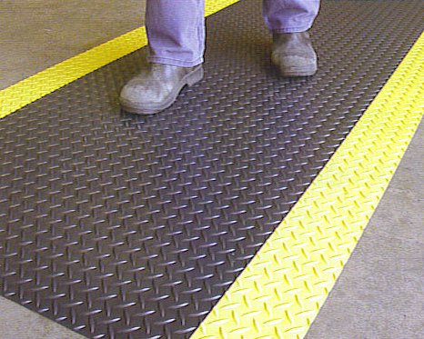 Diamond Plate Runner with Yellow Edges Matting